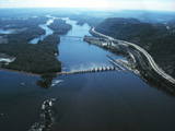 Mississippi_River_Lock_and_Dam_number_7.jpg