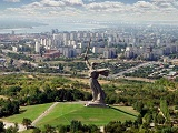 Volgograd_and_the_Motherland_statue1.jpg